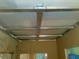 Монтаж подвесного потолка для прихожей