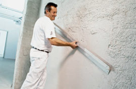 Ручное оштукатуривание стен